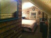 Pet-friendly bedroom available 5 weeks only Aug 30-Oct. 4th