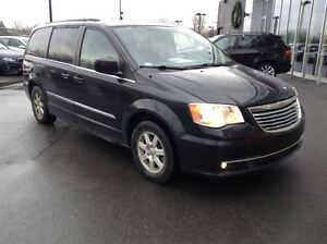 2012 Chrysler Town & Country STOW N' GO MAGS TOIT TV/DVD West Island Greater Montréal image 3