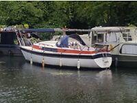 Sailboat / narrowboat / cruiser / canal boat / cruiser