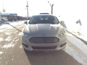 2016 Ford Fusion SE AWD with Moonroof, Navigation and Intelligen