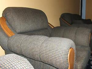 Full 4 piece Sofa set w Oak accents, and 4 pillows