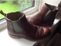 Cat raw Zachery Chelsea boots brown new size 9 distress look