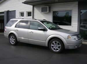 2008 Ford Taurus X 6 PASSENGER ALL WHEEL DRIVE !!