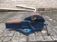"Very Large heavy duty Woden vice no: 5 Jaws 5"" 0pening 6"""