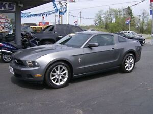 2010 Ford Mustang SUPER SPORTY !! PRETTY PACKAGE !!