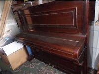 EAVESTAFF upright piano