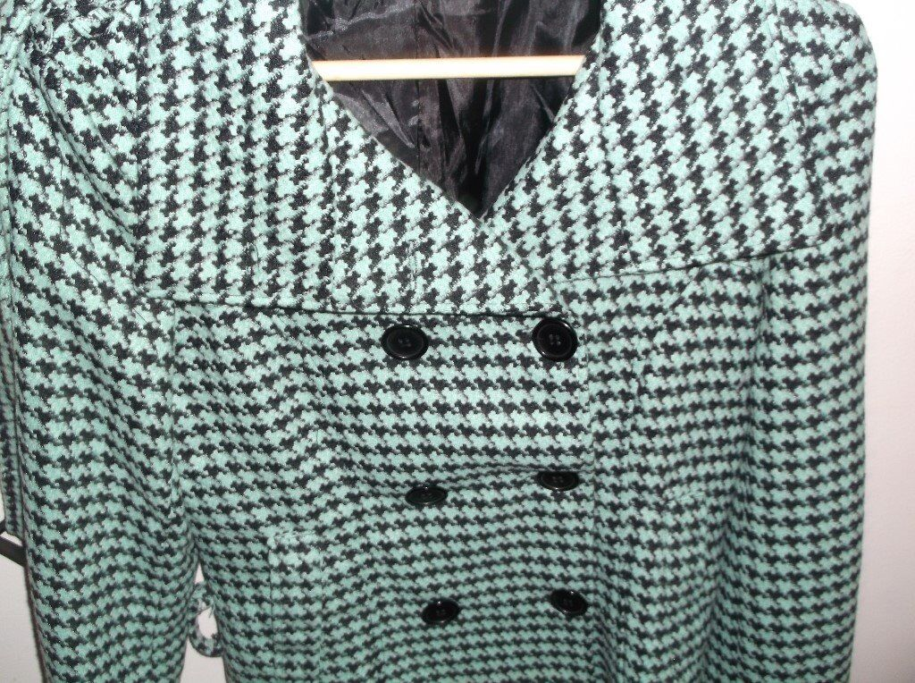 LADIES GREEN AND BLACK JACKET SIZE 10