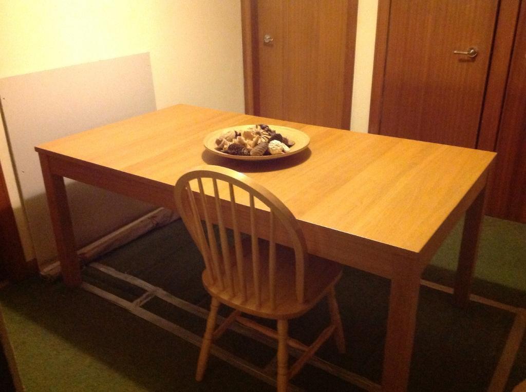 Ikea Bjursta Oak Dining Table images : 86 from free-stock-illustration.com size 1024 x 764 jpeg 72kB