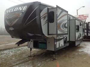 2014 HEARTLAND CYCLONE 3800 HD EDITION CANADIAN ARTIC  PACKAGE