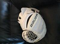 Bauer supreme goalie glove