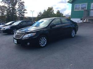 2011 Toyota Camry XLE SEDAN WITH LEATHER, NAVIGATION AND SUNROOF