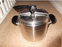 LAGOSTINA PRESSURE COOKER STAINLESS STEEL 18/0 with thermoplan bottom(£40 OR BEST OFFER)