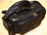 CAMERA BAG WITH HANDLE AND SHOULDER STRAP