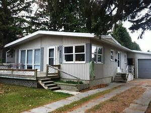 Cozy house in Grandview, close to school! Great DEAL! Must see!