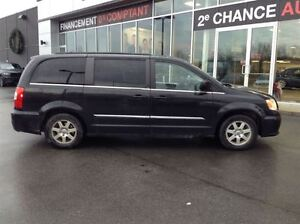 2012 Chrysler Town & Country STOW N' GO MAGS TOIT TV/DVD West Island Greater Montréal image 4