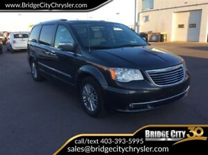2011 Chrysler Town & Country Limited- Loaded! Leather, Sunroof,