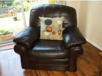 3 Piece suite (2 seater settee) 2 lage armchairs all leather