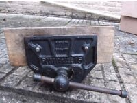 """Parkinson Perfect Vise 15 qucik release all working fine 9"""" jaws 14"""" opening"""