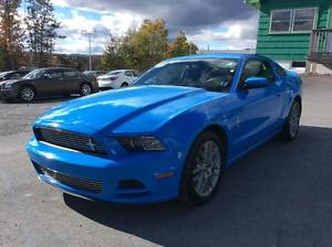 2014 Ford Mustang 6 SPEED MANUAL - SPORTY RIDE!