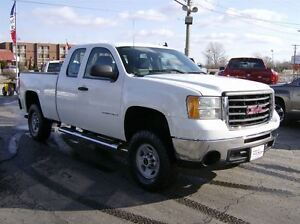 2009 GMC SIERRA 2500HD EXTENDED CAB 4X4  SITS RIGHT UP !!!!!