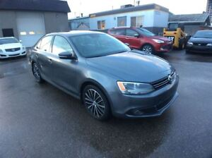 2014 Volkswagen Jetta / HIGHLINE / DIESEL /  LEATHER / SUNROOF