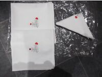 TABLE NAPKINS WHITE WITH SMALL RED MOTIF X 8