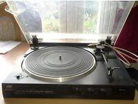 TURNTABLE / RECORD PLAYER