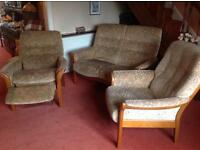 SOFA SET THREE PIECE RECLINER VERY EXCELLENT GOOD CLEAN CONDITION SEE PHOTOS DELIVER FREE LOCAL MCR