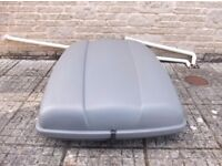 Car roof top box Karrite Mirage with 2 Keys and fixings to roof rails size 90 x 113 x 36cm