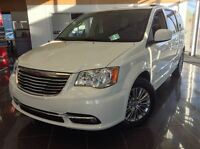 2014 Chrysler Town & Country Touring-L CUIR, IMPECCABLE A VOIR A