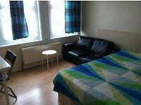 DOUBLE/MASTER ROOMS ARE AVAILABLE IN BUZZING LEWISHAM !