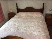 Damask Quilted Double Bedspread and 2 Large Pillows