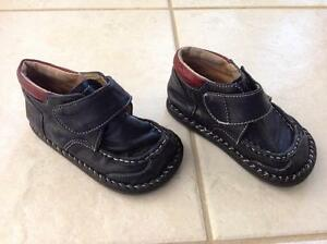 """""""Little Soles"""" navy leather shoes size 7"""