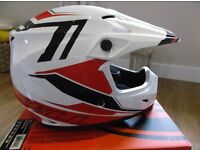 Bell Barricade Mx9 MotoX Helmet in size XL Brand New / Boxed - White , Red & Black Graphics.