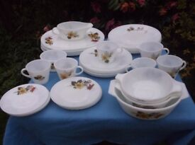 VINTAGE PYREX COFFEE TEA SET TABLE WARE AUTUMN GOLD PATTERN 35 PEICES