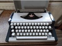 AEG Olympia traveller de Luxe S typewriter