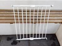 Lindam extending metal wall fix gate