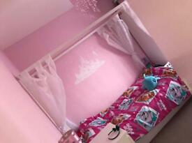 White wooden 4 poster bed excellent condition