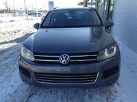 2012 Volkswagen Touareg gris, freins neufs 3.6L V-6 cyl 147$/sem
