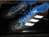 ADIDAS TURF FOOTBALL TRAINERS/BOOTS SIZE 9