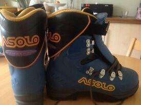 ASOLO AFS SUPERSOFTWALKING CLIMBING BOOTS UNUSED OUTDOORS UK7.5 MADE IN iTALY