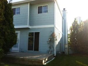 Amazing VALUE for this spacious 3 Bed 1.5 Townhouse $1175!!!