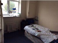 Nice Single room available in Poplar (zone 2)
