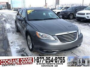 2013 Chrysler 200 Touring w/HEATED SEATS AND REMOTE START!