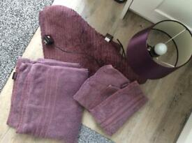 Bath mat , 2 towels and lamp collection Hinckley le10