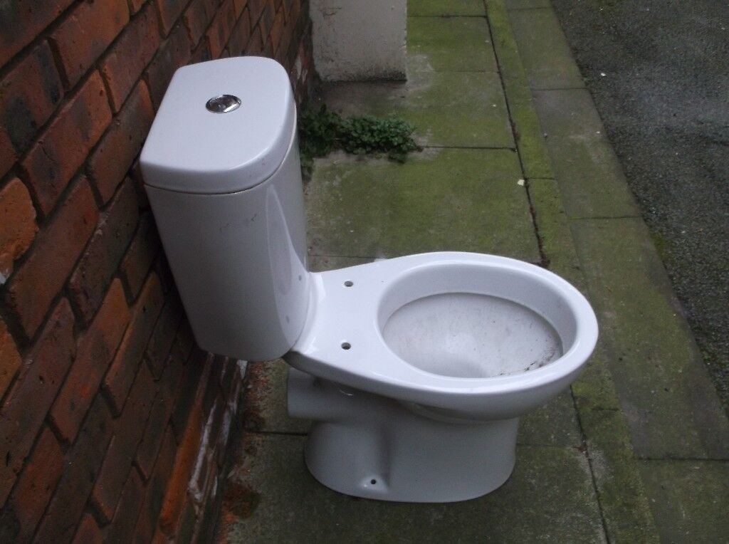 Closed cistern toilet in white ***Can Deliver***