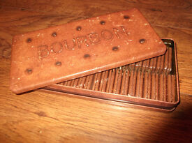 Bourbon Biscuit Tin, with some bourbons