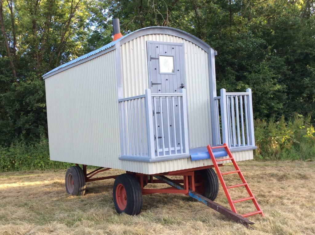 Lovely shepherds hut for sale in somerton somerset for Garden hut sale