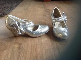 Girls silver glitter sparkle heel shoes size 1