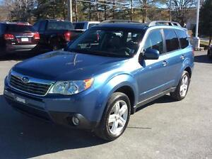 2010 Subaru Forester LIMITED AWD WITH LEATHER AND SUNROOF